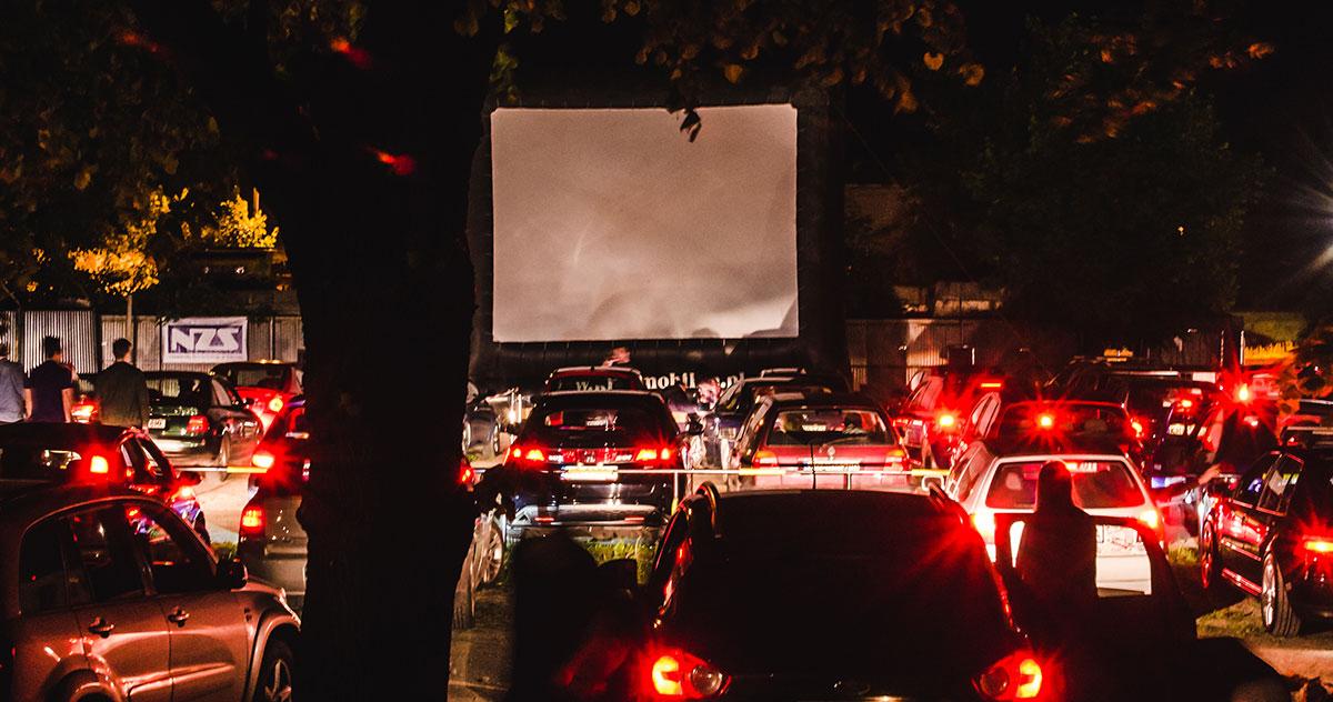 Kino samochodowe – historia na świecie i w Polsce