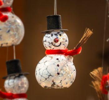 Bezpieczne i efektowne dekoracje ogrodowe na święta