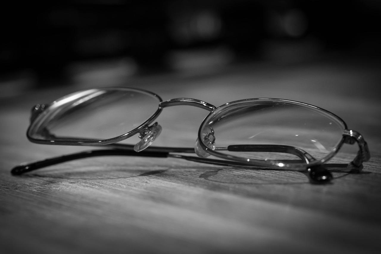 glasses-933271_1280